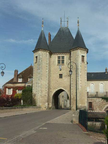 Chateau et ville de villeneuve sur yonne xiiie siecle - Office du tourisme villeneuve sur yonne ...